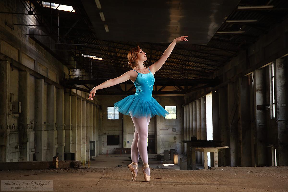 Ballerina in der Homburger Papiermühle